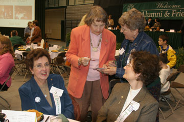 Alums chat at Homecoming luncheon