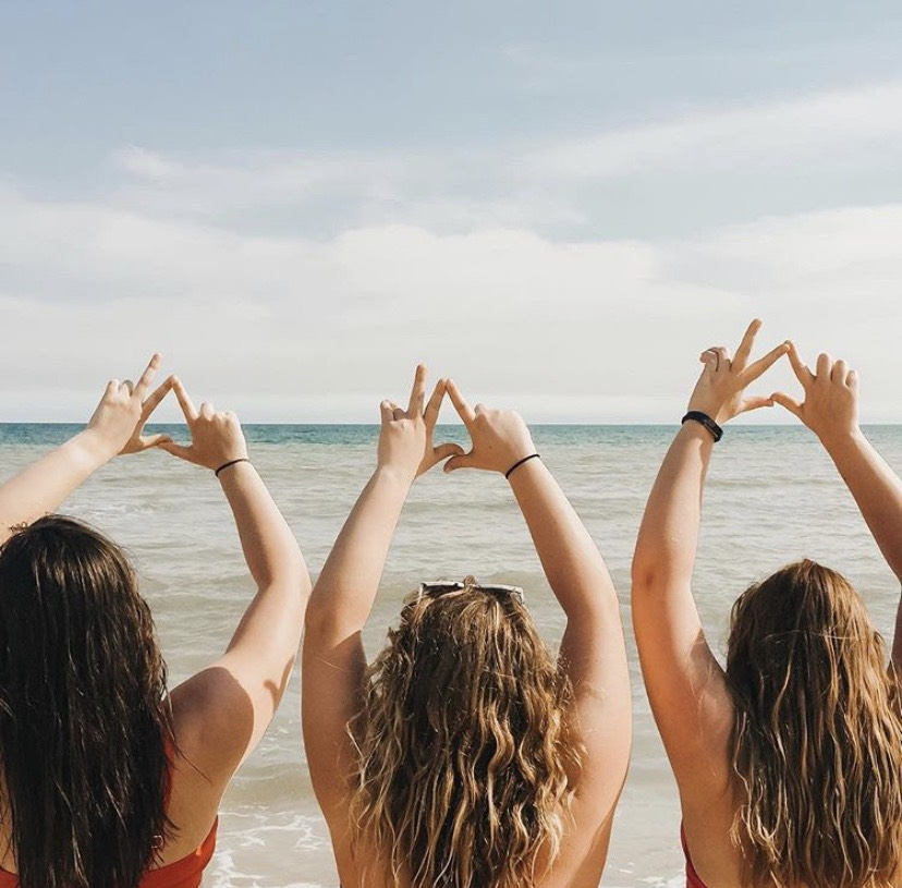 kappa delta women together on the beach