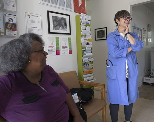 Beth Mulberry '86 (right) chats with patient Cynthia Nelson (left) at Mustard Seed Community Health.