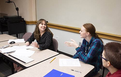 Amanda Vicary talks with student enrolled in First-Year Experience