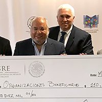 $25,000 Scholarship Awarded by the Consulado General de México