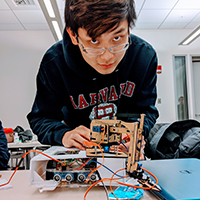 Students Develop Recycling Robot at MakeHarvard