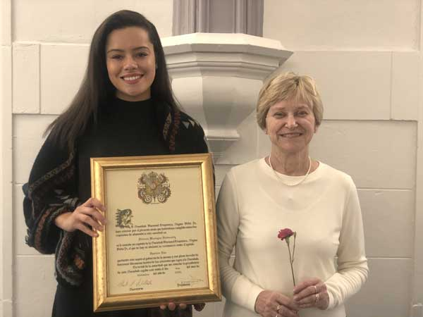 Tamara (Snevely) Walters '20 and Dr. Carolyn Jarvis at their induction into the Spanish Honor Society, November 2019