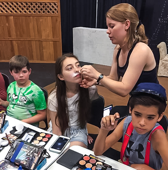 LeeAnna Studt '17 applies stage makeup to a participant during the Young Artists in Theatre camp