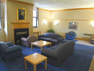 Harriett Lounge