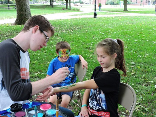 Daniel McGuire facepainter for Family Weekend